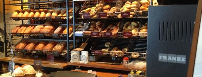 Panera Bread is one of Lugares favoritos de Erin.