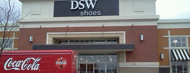 DSW Designer Shoe Warehouse is one of Posti che sono piaciuti a Austin.