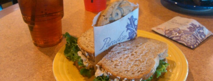 Panera Bread is one of Locais curtidos por R.