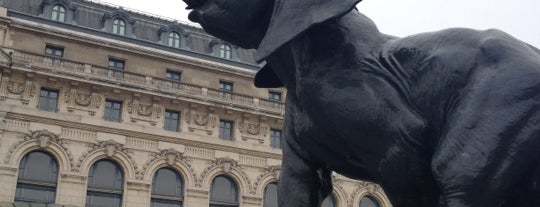 Place Henry de Montherlant – Parvis du Musée d'Orsay is one of Les sculptures animalières à Paris.