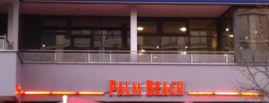 Palm Beach Cocktailbar is one of Lugares favoritos de Barry.