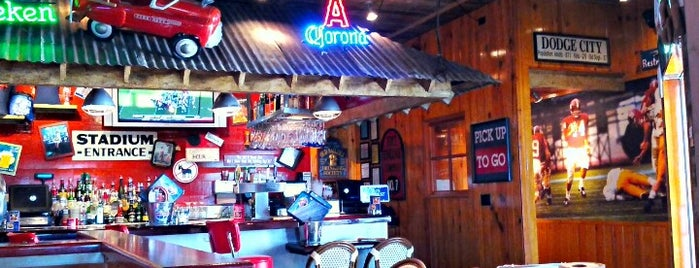 Bubba Gump Shrimp Co is one of Anaheim Resort Happy Hours.