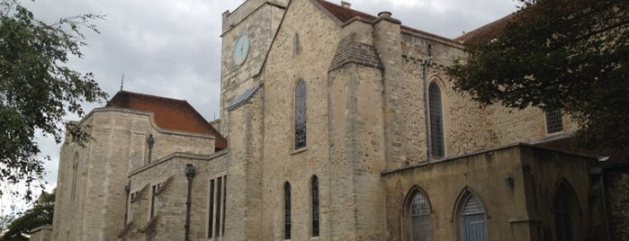 Portsmouth Cathedral is one of Tempat yang Disukai Carl.