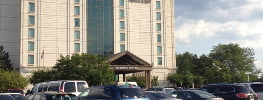 Embassy Suites by Hilton is one of Lieux qui ont plu à KATIE.