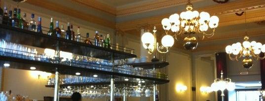 Brasserie François is one of สถานที่ที่ Vincent ถูกใจ.