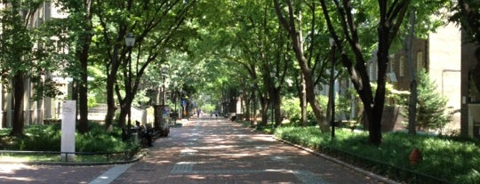 Locust Walk is one of Orte, die Guha gefallen.