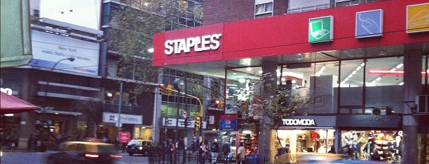 Staples is one of Lieux qui ont plu à ᴡ.