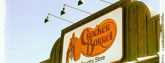Cracker Barrel Old Country Store is one of Lieux qui ont plu à Scott.