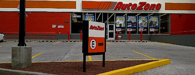 AutoZone is one of Lugares favoritos de René.