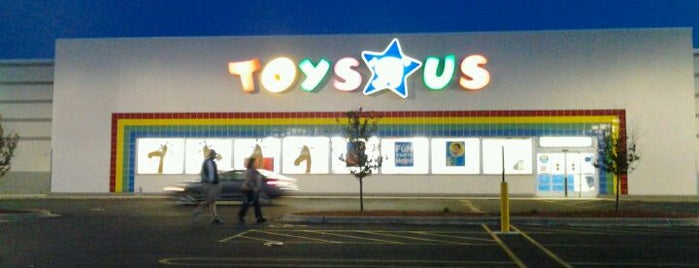 "Toys""R""Us is one of Lugares favoritos de Rick."