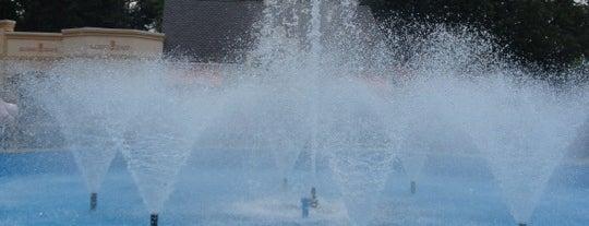 Six Flags Fountain is one of Orte, die Tommy gefallen.