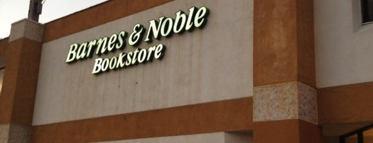 Barnes & Noble is one of Lieux qui ont plu à Maddie.