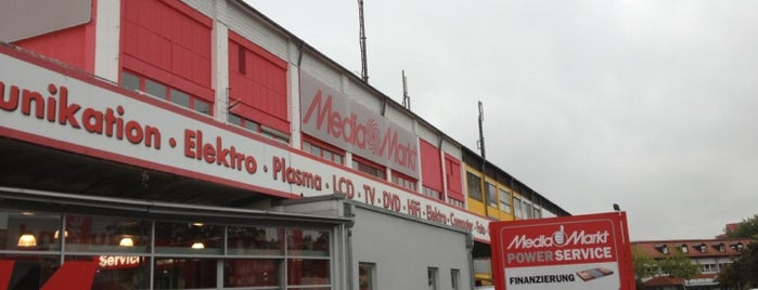 MediaMarkt is one of Locais curtidos por Canburak.