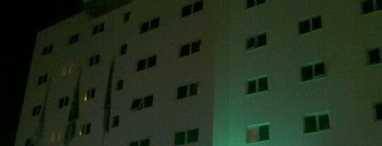 Ibis Hotel is one of Lugares favoritos de Rodrigo.