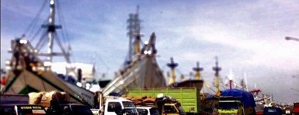 Pelabuhan kalimas is one of Characteristic of Surabaya.