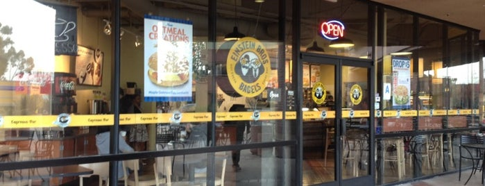 Einstein Bros Bagels is one of Tempat yang Disukai Barry.