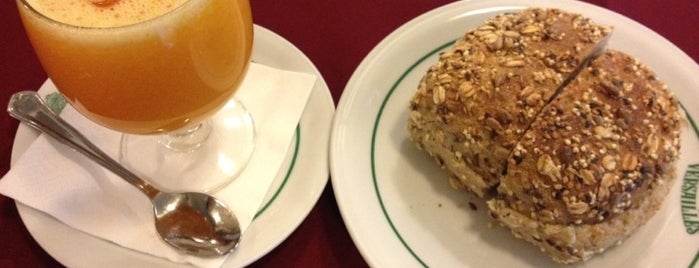 Pastelaria Versailles is one of 101 coisas para fazer em Lisboa antes de morrer.