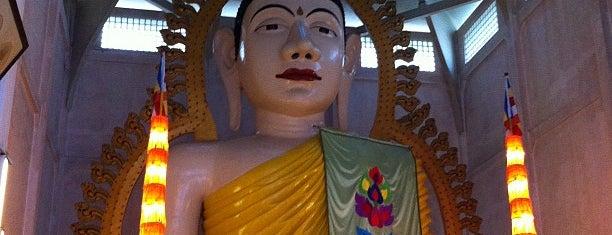 Temple Of 1000 Lights (Sakya Muni Buddha Gaya Temple) is one of Singapore.