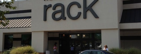 Nordstrom Rack is one of Shelly 님이 좋아한 장소.