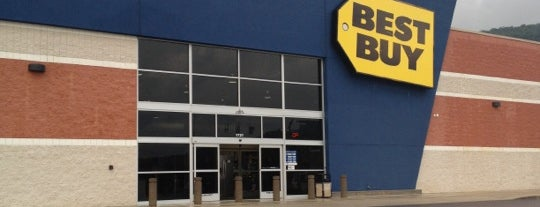 Best Buy is one of Locais curtidos por Stephanie.