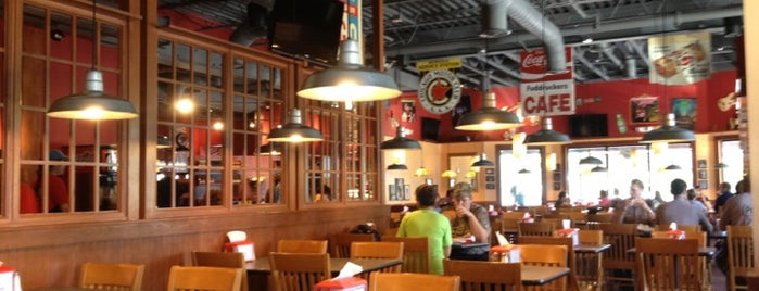 Fuddruckers is one of Tempat yang Disukai B David.