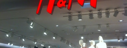 H&M is one of Lugares favoritos de H.