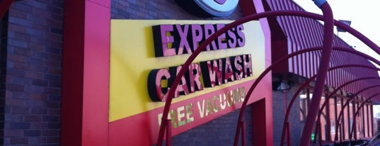 Express Car Wash is one of Brandonさんのお気に入りスポット.