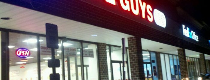 Five Guys is one of Jamesさんのお気に入りスポット.