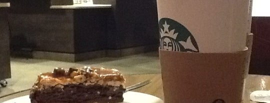 Starbucks is one of Lugares favoritos de Alexander.
