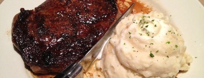 LongHorn Steakhouse is one of Tempat yang Disukai David.