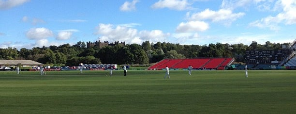 Emirates Durham International Cricket Ground is one of สถานที่ที่ Carl ถูกใจ.