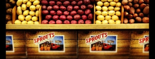 Sprouts Farmers Market is one of Tempat yang Disukai Barry.