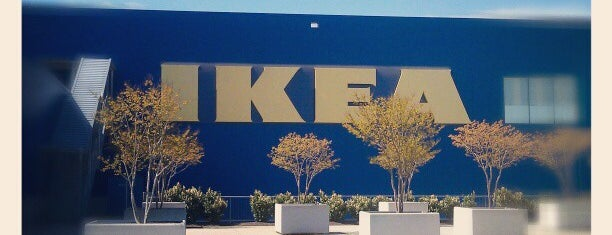 IKEA is one of Lugares favoritos de Shelly.