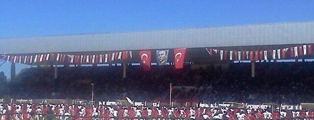 Kuşadası Özer Türk Stadyumu is one of Mertesacker'in Beğendiği Mekanlar.