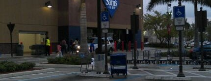 Sam's Club is one of Locais curtidos por Liola.