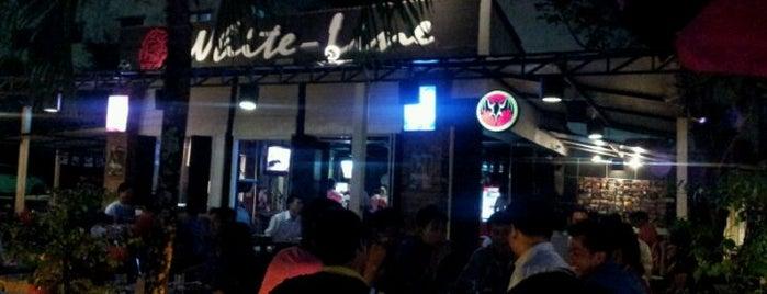 White Line Pub & Restaurant is one of Tempat yang Disimpan Scott.
