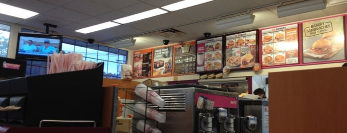 Dunkin' is one of Michael 님이 좋아한 장소.