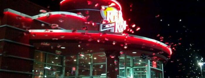 Red Robin Gourmet Burgers and Brews is one of สถานที่ที่ Mii ถูกใจ.