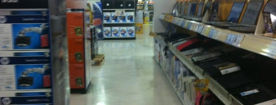 Office Max is one of Locais curtidos por Jomeini.
