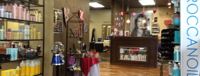 Haute Headz Salon is one of Lugares favoritos de June.