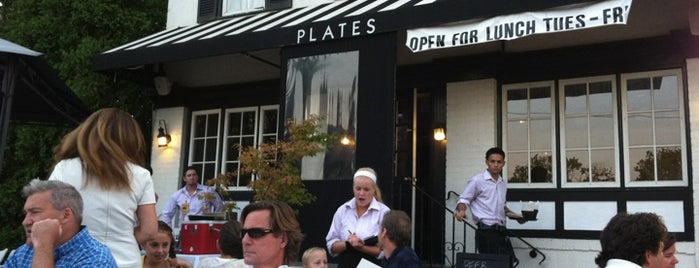 Plates restaurant is one of Orte, die John gefallen.