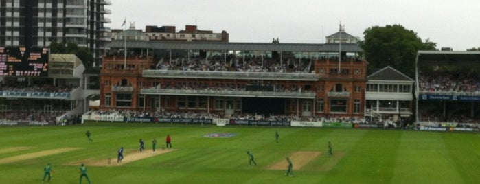 Lord's Cricket Ground (MCC) is one of Tempat yang Disukai clive.
