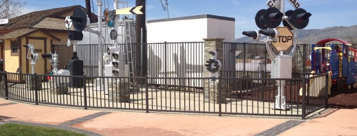 Tehachapi depot is one of Locais curtidos por Gustavo.