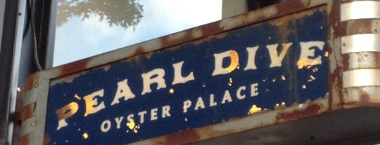 Pearl Dive Oyster Palace is one of Locais curtidos por Bridget.
