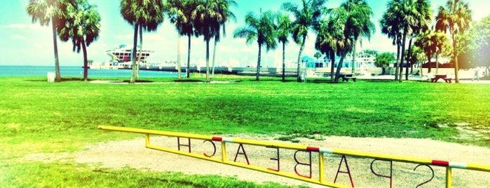 Spa Beach Park is one of Andrea'nın Kaydettiği Mekanlar.