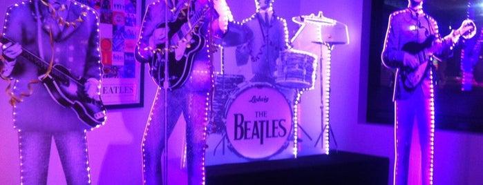 Beatles Bar is one of Хочу туда.