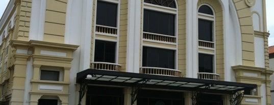 Teatro Baralt is one of Locais curtidos por Massiel.