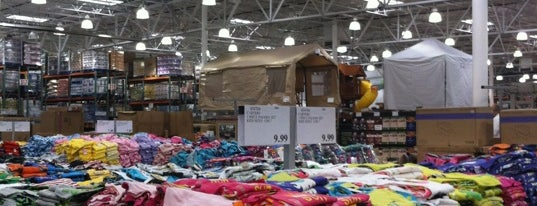 Costco is one of Locais curtidos por DaByrdman33.