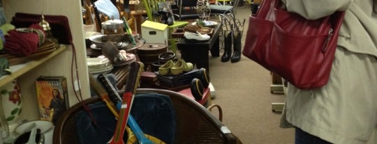 Lawrence Antique Mall is one of Night Out.