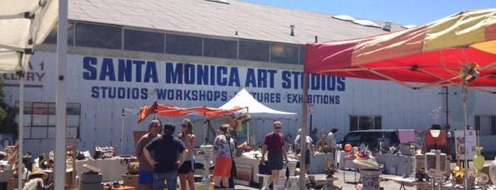 Santa Monica Outdoor Antique & Collectible Market is one of USA Los Angeles.